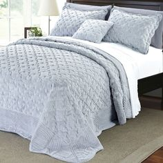 Shop for Serenta Faux Fur Quilted Tatami Bedspread Set. Get free delivery On EVERYTHING* Overstock - Your Online Fashion Bedding Store! Purple Bedspread, Teal Bedding, Tatami Bed, Japanese Bed, Where To Buy Bedding, Bnf, Throw Cushions, Queen, Bed Spreads