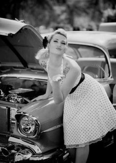 Vintage cars photography art pin up Ideas for 2019 Moda Rockabilly, Rockabilly Pin Up, Rockabilly Fashion, Retro Fashion, Vintage Fashion, Rockabilly Dresses, Pin Up Vintage, Look Vintage, Car Girls