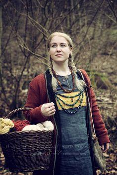 "The ""Nordligt Hjerte"" Shooting Projekt Ⓜ️ > Stella ~~ Photo> ""the fine Art of catching Light"" by Pit Theiss #thefineartofcatchinglight #pittheissphotography #photopoetry #storytelling #fineartphotography #portraitphotography #medieval #germanmythology #mythology #fantasy #vikingstyle #nordic #asatru #history #vikinglife #vikings #norce #norcemythology #shieldmaiden #pagan #reenactment #medievalhistory #vikinghistory #vikingage"