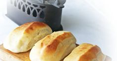 Hoy traigo unos panes perfectos para cualquier ocasión, son unos panes de leche muy tiernos y con un toque dulce que en casa nos gustan mu...