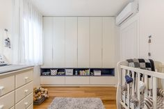 Closet with shelf Cool Kids Bedrooms, Kids Bedroom Designs, Kids Room Design, Awesome Bedrooms, Wardrobe Design Bedroom, Bedroom Decor, Sister Bedroom, Baby Playroom, No Closet Solutions