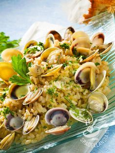 Risotto with clams Fish Recipes, Seafood Recipes, Cooking Recipes, Italian Dishes, Italian Recipes, Italian Main Courses, E Recipe, Risotto Recipes, Seafood Dishes