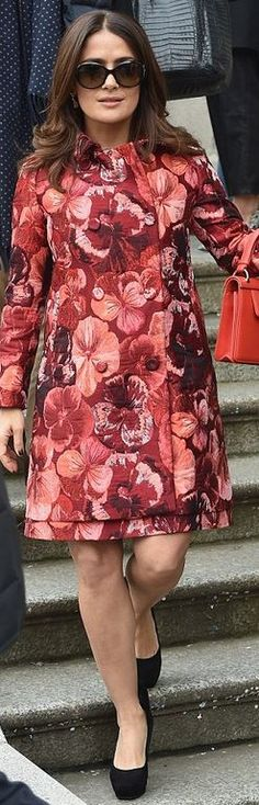 Salma Hayek's red floral print coat and pink dress style id