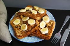 Veganes French Toast – ganz ohne Ei – nur 5 Zutaten Here I present you the vegan and healthy version of French Toast: low fat, no egg and no refined sugar! Alternatively, you can also enjoy it gluten-free. The perfect breakfast for the weekend! Overnight French Toast, French Toast Bake, French Toast Casserole, Mexican Breakfast Recipes, Brunch Recipes, Vegan Recipes, Breakfast Pizza, Perfect Breakfast, Vegan Breakfast