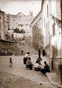 Reasons to Learn Brazilian Portuguese Old Pictures, Old Photos, Vintage Photos, Photography Tours, Vintage Photography, Learn Brazilian Portuguese, Iberian Peninsula, Foto Art, City Photography