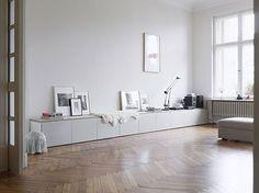 Idee om te gebruiken als tv meubel. De Ikea Besta kast. Zelf een steigerhout bovenkant er op om te personaliseren