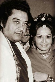 Kishore Kumar did not like acting Kishore Kumar's voice stopped on October But Kishore kumar is still up in the hearts of listeners. Kishore Kumar, Vintage Vignettes, Bollywood Pictures, Legendary Singers, Che Guevara, Fun Facts, Retro Vintage, Cinema, Actors