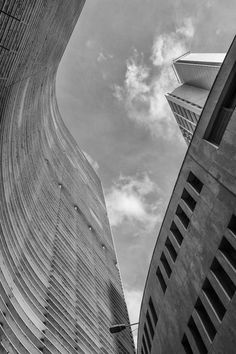 São Paulo, o Copan, desenhado pelo arquiteto modernista Oscar Niemeyer. Fotografia Paulo Kawazoe