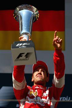 "Vettel e Ferrari dedicam vitória na Hungria a Bianchi: ""Obrigado, Jules"" #globoesporte"