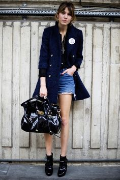 Alexa Chung fashion and style - She carried a black patent version of the Mulberry Alexa to the Vivienne Westwood Red Label show during London Fashion Week.