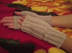 Knitted fingerless gloves - a great choice for cool weather of spring and autumn. Perfectly warm hands, leaving fingers free. A wide range of yarn for knitting allows you to select what you like for you: the warmth and comfort of wool, cotton - comfort and softness, acrylic - brightness and practicality. This model is implemented in a classic color. http://teamcreative.ru/products/mitenkizenskie