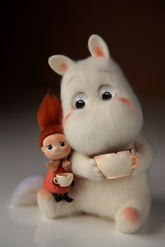 These Tutorials of Cute Small Stuffed Animals will save your money and refuel your imagination.You can use this as the DIY gift for all your loved ones. Needle Felted Animals, Felt Animals, Cute Baby Animals, Wet Felting, Needle Felting, Tove Jansson, Felt Toys, Felt Art, Moomin