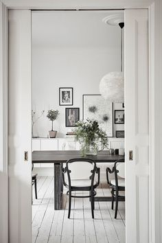 lovely greens in the dining room | Alvhem Mäkleri och Interiör how to create a scandi feel in the dining room