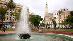 Buenos Aires - Plaza de Mayo ofreciendo una ciudad, un parque o plaza y una fuente