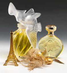"""#Lalique """"L'air du Temps"""", pour Nina #RICCI, modèle créé en 1951. Rare version géante de ce flacon de #parfum. Corps en #cristal soufflé moulé. Bouchon en cristal moulé pressé et satiné. Signé LALIQUE en lettres cursives.  Vendu aux #encheres le 14/12/13 par Dupont & Associés"""