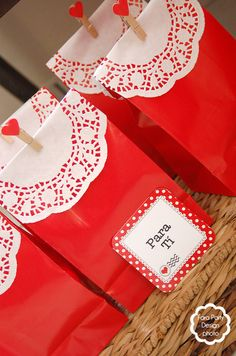 Favors at a Valentine's Day Party  #valentinesday #partyfavors