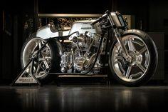 Hoy aparcamos en Pepe Pistón una Cafe Racer de exposición. Fred Krugger Bertrand ha ganado el Campeonato Mundial de AMD de motos personalizadas dos veces.