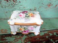 Here for your consideration is a lovely old antique porcelain box. This is Austrian porcelain an stamped MZ. The box is all hand painted with