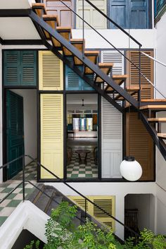 Exterior stairs design facades Ideas for 2019 Tropical Architecture, Residential Architecture, Interior Architecture, Recycled Windows, Design Exterior, Exterior Stairs, Indochine, Industrial House, Facade