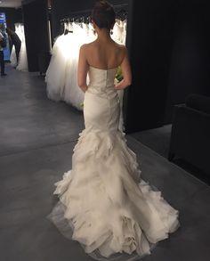 バックスタイル👀せ、背肉が。。。お目汚し失礼しました。 #verawang  #担当さんが凄すぎる件 #weddingdress…
