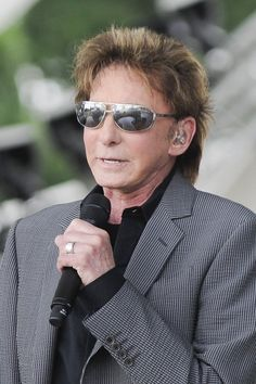 Barry Manilow keeping in style