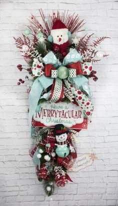 Retro Christmas Swag, Christmas Door Swag, Whimsical Snowman Wreath, Snowman Teardrop Swag, Mint Red Xmas, Retro Christmas, Snowman Wreath by Splendid Homecrafts on Etsy #retrochristmas #Teardrop #outdoorchristmas