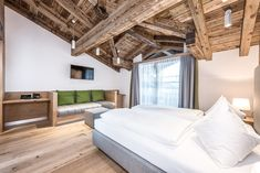 Einfach wohlfühlen in unserer Deluxe Suite :) #puradies #deluxesuite #mountains #wellness #comfy Bad, Bunk Beds, Loft, Furniture, Home Decor, Chalets, Simple, Lofts, Double Bunk Beds