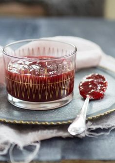 Strawberry and vanilla jam. (Jordgubbssylt med vanilj.)