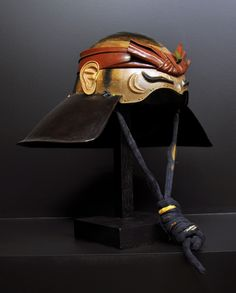 Helmet ( zunari kabuto ), end of the Edo period, 18th century, Japan . Ann and Gabriel Barbier-Mueller Museum, Dallas (Texas) ; the photograph was taken during an exhibition in the Musée des Arts Premiers in Paris.