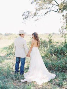 A gorgeous Texas Anniversary shoot   Texas Anniversary - Photographer ANGEL OWENS PHOTOGRAPHY   Magnolia Rouge Fine Art Wedding Blog   Romantic Wedding Photos   portraits   Nature Wedding