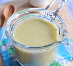 Dans une grande casserole, faites fondre le beurre dans l'huile.      Ajoutez les poireaux coupés en rondelles, les pommes de terre coupées en dés et l'oignon, puis mélangez.      Couvrez et laissez fondre à feu doux jusqu'à ce que les légumes soient souples.      Ajoutez le bouillon et le Lactel Eveil Croissance au lait entier et portez à ébullition.      Baissez le feu, couvrez à nouveau et laissez frémir jusqu'à ce que les légumes soient bien cuits.      Mixez en soupe lisse,...
