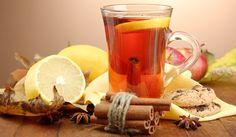 Dans un litre d'eau bouillante ajoutez 4 sachets de thé vert et ajoutez 2 mandarines (coupées en cercles) avec leur peau, mais lavez-les bien. Enfin, ajoutez dix feuilles de menthe fraîche. Laissez ce mélange au réfrigérateur pendant plusieurs heures afin que les composés et les arômes fusionnent. Buvez 250 ml chaque matin, sur un estomac vide. Le traitement doit durer plusieurs mois, mais c'est assez bon si vous commencez à l'employer en continu.
