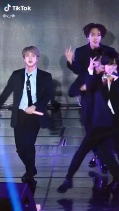 Foto Jungkook, Bts Jin, Foto Bts, Kim Taehyung Funny, Bts Taehyung, Namjoon, Bts Memes, Dance Choreography Videos, Dance Videos