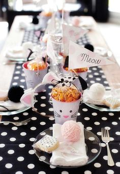 Goldfish filled cat pail centerpieces and more darling kitty party ideas! Cat Birthday, 2nd Birthday Parties, Birthday Ideas, Birthday Table, Frozen Birthday, Cat Themed Parties, Mouse Parties, Kitten Party, Partys