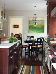 Easing Traffic Flow Every space counts in an open living area, and a smart layout is essential to keep everything running smoothly. The main sink, oven, and range are within a few steps of each other, easing the work flow from prepping to serving in the kitchen.