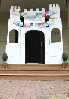 Princess Party Ideas - build a castle for your little princess using boxes and paint samples #kids #birthday #princess #peartreegreetings