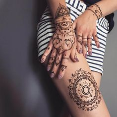 Henna tattoo designs, also called bio-tattoos, henna or Mehndi is a traditional kind of body painting with natural paint – henna. Mehndi Tattoo, Henna Tattoos, Henna Tattoo Designs, Henna Mehndi, Tattoo Designs For Women, New Tattoos, Mehendi, Tatoos, Leg Mehndi