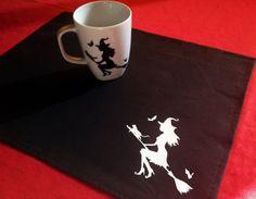 Conjunto de mantel individual y taza pintado a por WitchDreams
