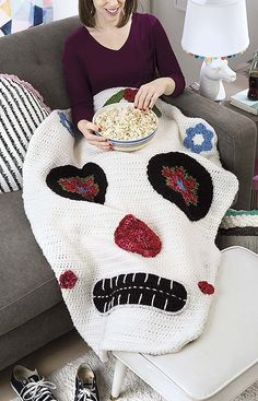 Kids Snuggies - Whether reading a book, watching a movie, or just hanging out, kids will have a warm, fantastic time in any of these snuggies. Kids' Snuggies from by Lisa Gentry presents 7 crochet patterns sure to please children and teens alike. Crochet Skull Patterns, Halloween Crochet Patterns, Crochet Stitches Patterns, Crochet Patterns For Beginners, Craft Stick Crafts, Yarn Crafts, Crochet Home, Crochet Baby, Crochet Pour Halloween