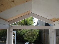 Do a peaked roof, and for N / S walls, add extra 2x4's between each truss to clean up the gap.  Screen for each end.and flap door.......D.