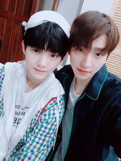 Two handsome boys in one picture! Chang Min, Monsta X Kihyun, Fandom, My Heart Hurts, Kim Sun, Star Awards, I Miss U, Be My Baby, Bias Wrecker