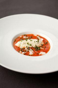 Tomatengazpacho met basilicumijs by thomas van de water