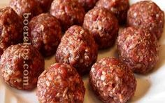Die lekkerste meatballs ooit ~ jy sal nie gou weer 'n ander resep gebruik nie,. Cooked Chicken Recipes, Meatball Recipes, Meatloaf Recipes, Mince Recipes, Cooking Recipes, Cooking Ideas, Fancy Food Presentation, Mince Dishes, Minced Meat Recipe