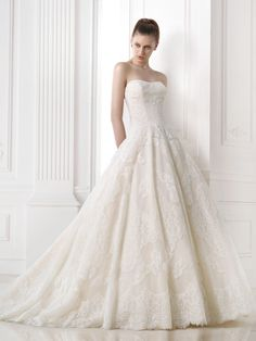 A-line Sweetheart Court Train Ivory Tulle Wedding Dress WS1845
