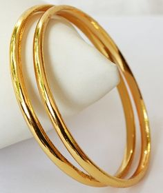 Here are the 9 best 4 gram gold bangles in India. The gold bangles in 4 grams designs are the best choice for all because they are simple yet stylish. Plain Gold Bangles, Gold Bangles Design, Gold Plated Bangles, Gold Earrings Designs, Jewelry Design, Gold Designs, Diamond Bracelets, Silver Bracelets, Bangle Bracelets