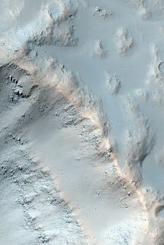 MRO image of the side of a crater on Mars. (Side of a Crater Wallpaper por sjrankin en Flickr)