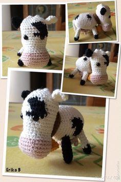 mucca amigurumi Crochet Cow, Crochet Patterns, Crochet Diagram, Crochet Ideas, Nativity, Snowflakes, Free Pattern, Dinosaur Stuffed Animal, Crafty