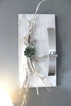 Stained wooden board and brushed white, of course, decorated . Unique Wall Decor, Diy Wall Decor, Diy Home Decor, Flower Frame, Flower Wall, Tableau Design, Paper Flower Decor, Decoration Plante, Branch Decor