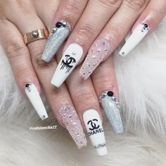Need some ideas to spice up your white acrylic nails? We have over 35 white acrylic nail designs you're going to want for your own nails. White Acrylic Nails, Summer Acrylic Nails, Best Acrylic Nails, Summer Nails, Bling Nails, Swag Nails, Chanel Nails Design, Chanel Nail Art, Gucci Nails