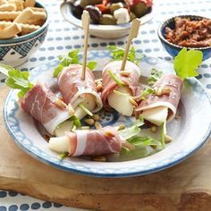 Ham-peerrolletjes met rucola Productfoto ID Shot Yummy Snacks, Healthy Snacks, Yummy Food, Healthy Recipes, Bite Size Appetizers, Appetizer Recipes, Snack Recipes, Brunch, Fingers Food